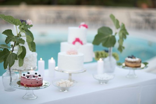 I Giardini dell'Erbavoglio Sala Ricevimenti Sharing: Un angolo del buffet di frutta e dolci allestito sul bordo piscina