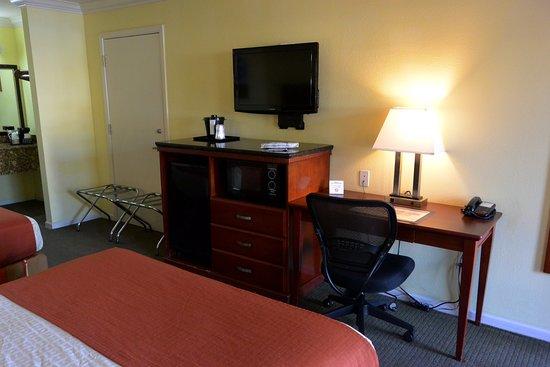 Best Western Heritage Inn: The room.