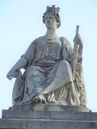 Statue La Ville de Paris
