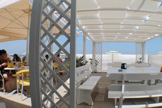 Miradorcafe : tavolini all'aperto