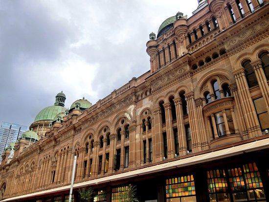 อาคารควีนวิคตอเรีย: Queen Victoria Building (QVB), external