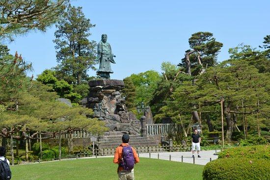 สวนเค็นโรขุเอ็น: Statue