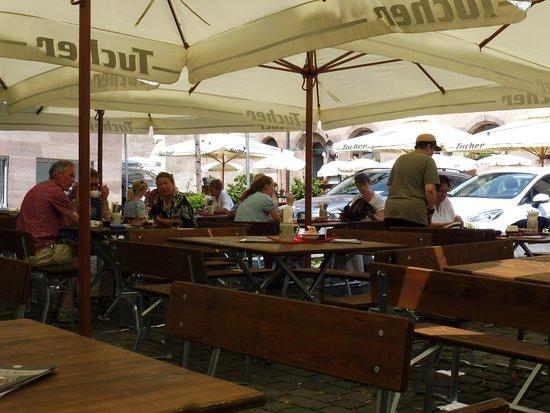 Bratwurst Röeslein: Outside Dining