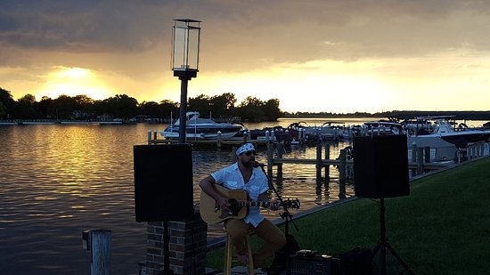 Fox River Brewing Waterfront Restaurant and Brewery Image
