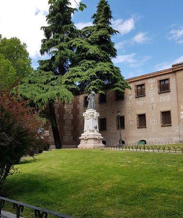 Monumento a Lope de Vega: Great statue