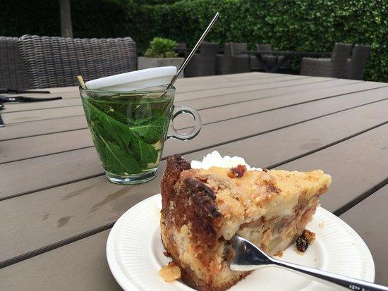De Waal, The Netherlands: Apfelkuchen und frischer Minztee