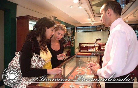 Esmeraldas and Disenos Jewelry: Nos encanta compartir con nuestros clientes acerca de nuestros productos
