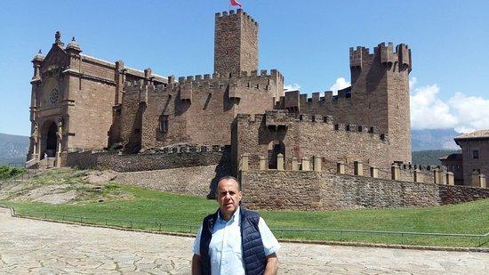 Javier, Hiszpania: el casttllo de fondo