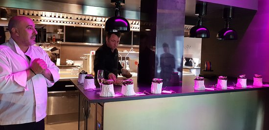 Restaurante Callizo: Présentation d'une dégustation par le chef