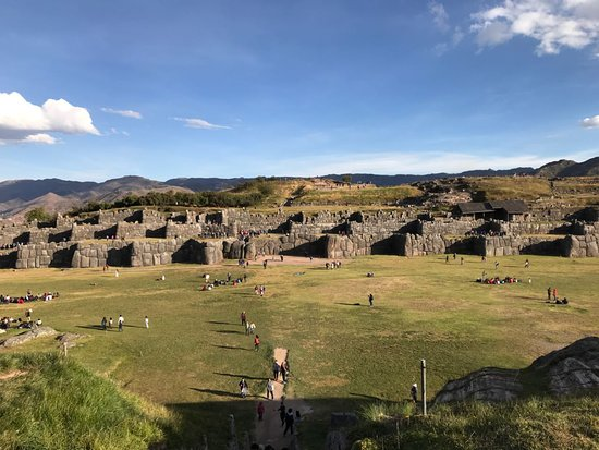 Peru Pachamama Travel : explanada de Sacsayhuaman