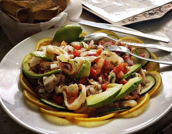 Chalos Antojitos Mexicanos & Seefood: Un placer atenderlos