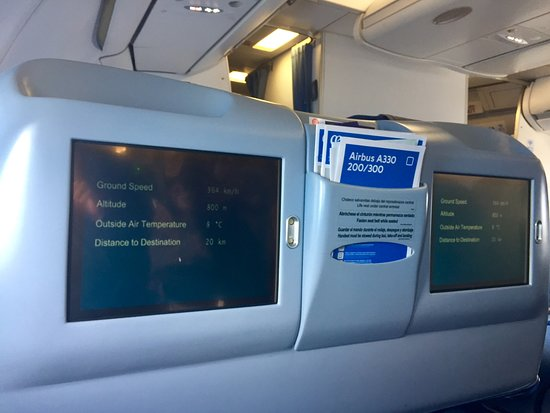 Air Europa: Pic of that old aircraft cabin in Business seats...