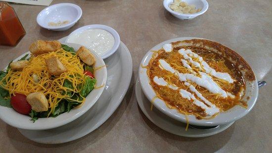 Dry Ridge, KY: Chili and salad