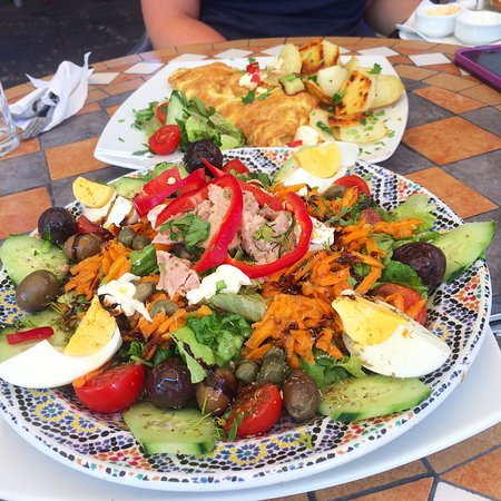 Casablanca Cafe: Salad Nicoise and Spanish omelet