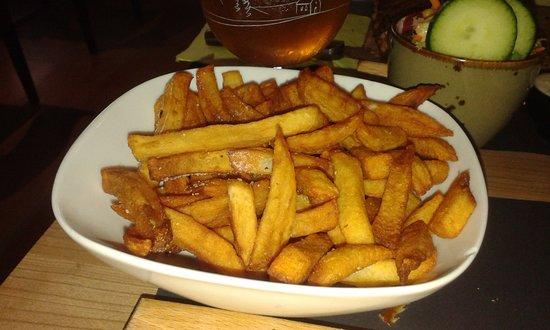 Breskens, Nederland: frieten slecht tot zeer slecht gebakken