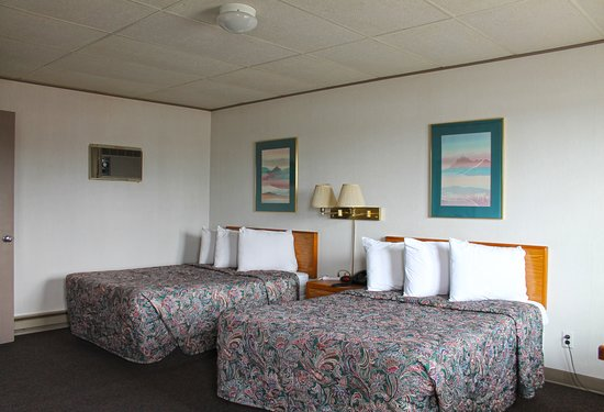 Budget Host Crestview Inn: Two Double Bed Room