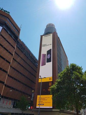 Plaza del Callao: Busy square