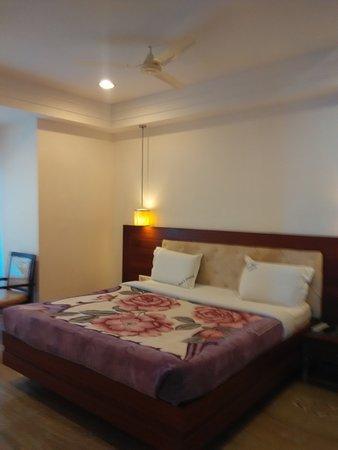 Raya's Grand: bed room view