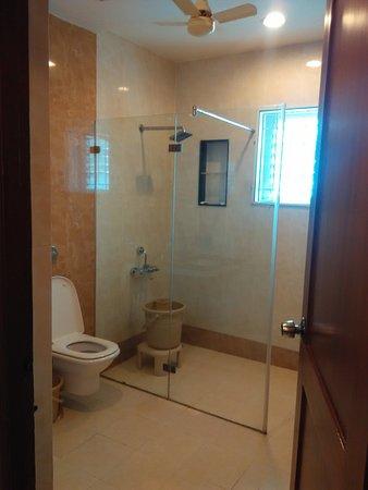 Raya's Grand: 2nd washroom