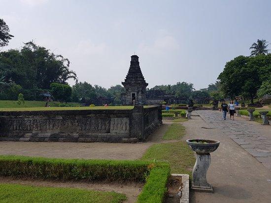 Penataran Temple: 20180510_103335_large.jpg