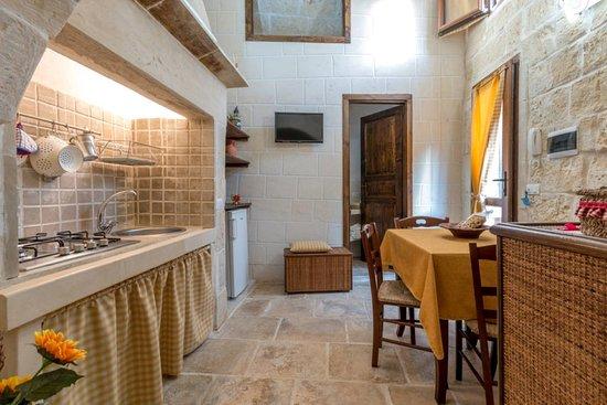 Comoda Cucina con angolo cottura - Picture of Corte Grika, Martano ...