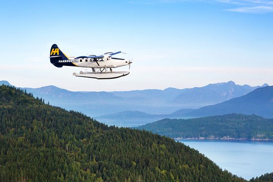 Comox, Canada: Otter seaplane over trees and mountains