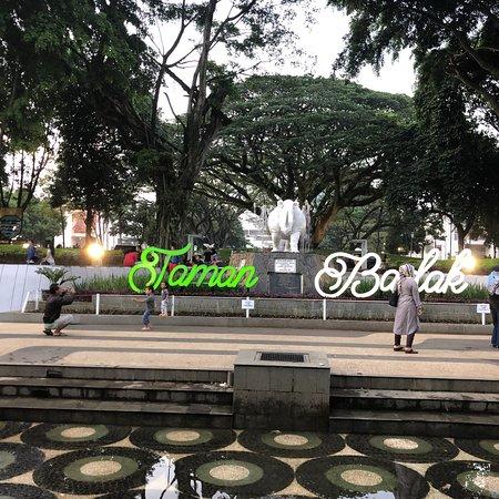 Taman taman di balai kota yang menarik