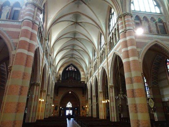 Heilige Jacobus de Meerdere Church: Architectuur van Pierre Cuypers uit 1875-1878