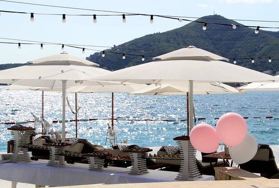 Dukley Beach Lounge: Bachelorette party at VIP Beach