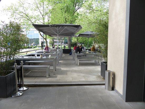 Deutzer Brauhaus : Terrasse mit 380 Sitzplätzen