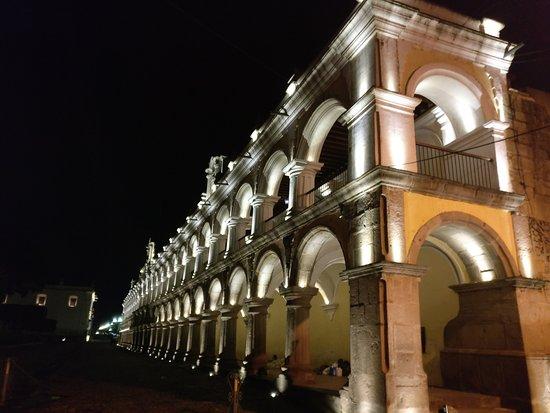 เดอะพลาซา: next to la plaza at night