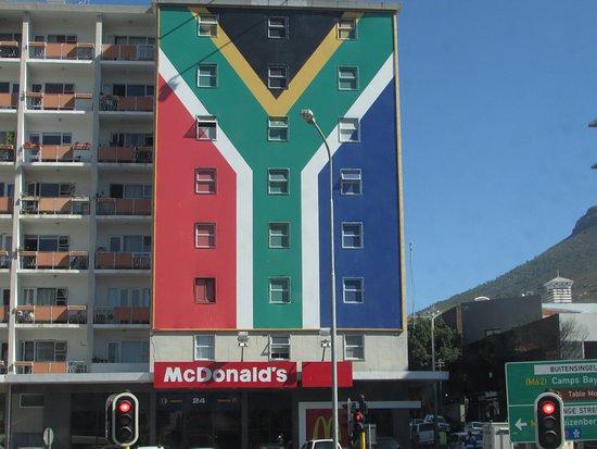 ถนนลอง: Patriotic McDonald's