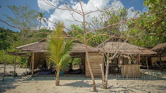 Lia Beach - Bamboo Resort: Lia Beach - Dining / chill-out area