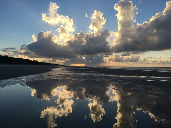 ฮิลตันเฮด, เซาท์แคโรไลนา: Sunrise over Hilton Head in Sea Pines