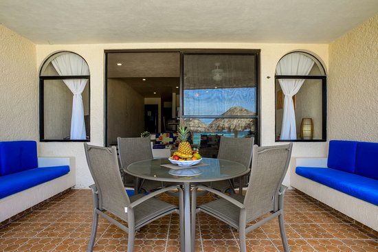 Villas DeRosa Beach Resort : One bedroom condo terrace