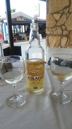 Korali Restaurant: De lekkere retsina mag je niet missen