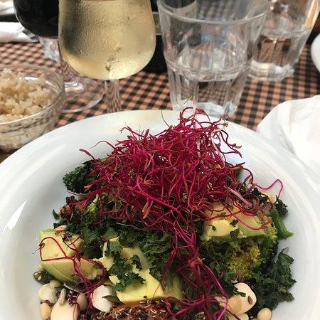 Vegetalia Gotico: Jätte god quinoa sallad!