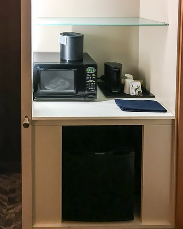 SpringHill Suites by Marriott Anchorage University Lake: In-room Coffee, Microwave & Mini-fridge