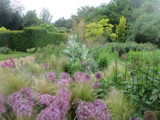 Arlington, UK: Gardens at Michelham Priory