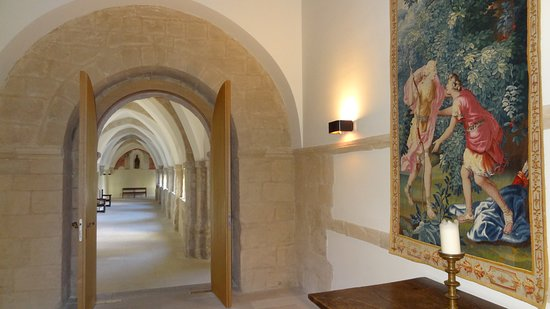 Hotel Abadia Retuerta Le Domaine: Pasear en solitario por sus monacales pasillos transmite una total Paz.