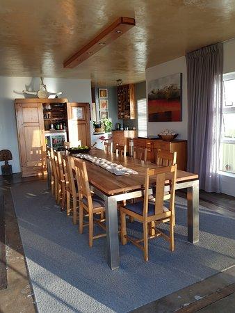 Whalesong Lodge: Man triff sich beim Frühstück und kann Erfahrungen austauschen, hat uns sehr viel Spaß gemacht.