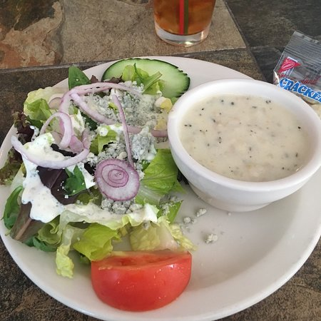 High Tide Cafe: Chowder and salad special!! Yum