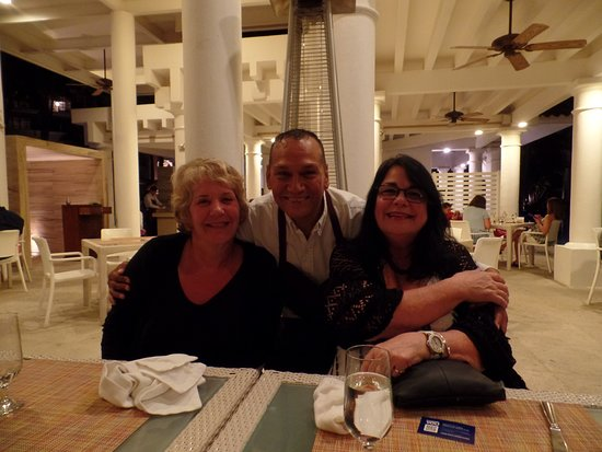 Dreams Los Cabos Suites Golf Resort and Spa: Our favorite server, Hugo!