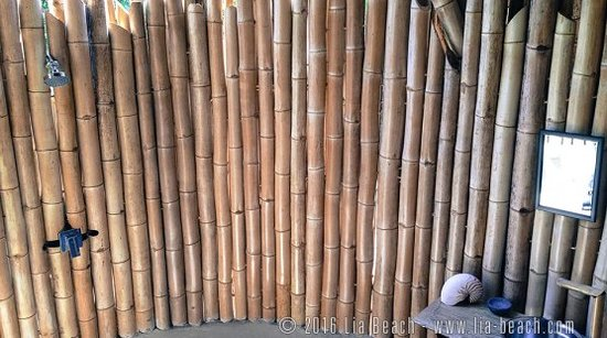 Lia Beach - Bamboo Resort: Beachview bamboo bungalow - Open-air bathroom