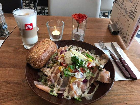 Brasserie 't Ogenblik: Салат с семгой