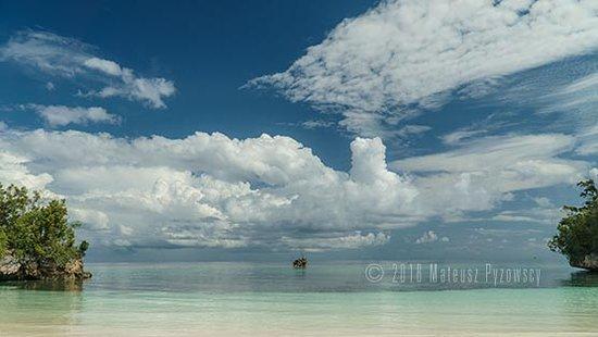 Lia Beach - Bamboo Resort: Lia Beach lonely front island and tree