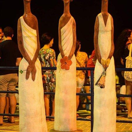 Ateliê Gilberto Carcará: Galinha de raiz de coqueiro