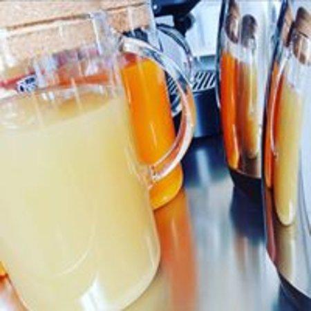 CaraFe'&CaraSpe': Colazione ,caffe',Latte,Succhi di frutta, The'