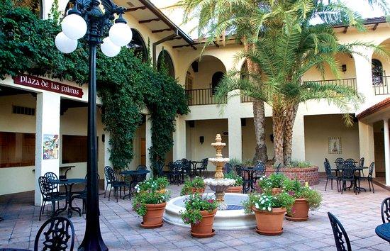Howey in the Hills, FL: Plaza de las Palmas
