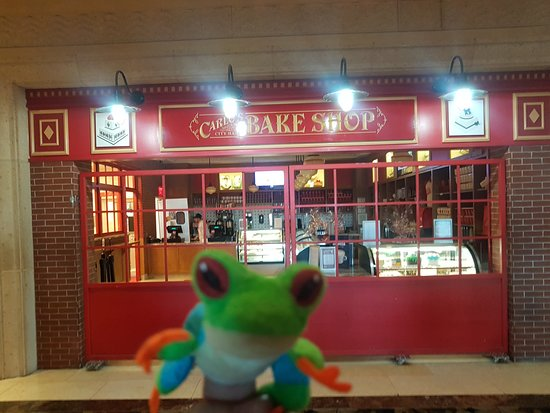 The Grand Canal Shoppes at The Venetian: Lampy In vegas at Carlos Bake Shop